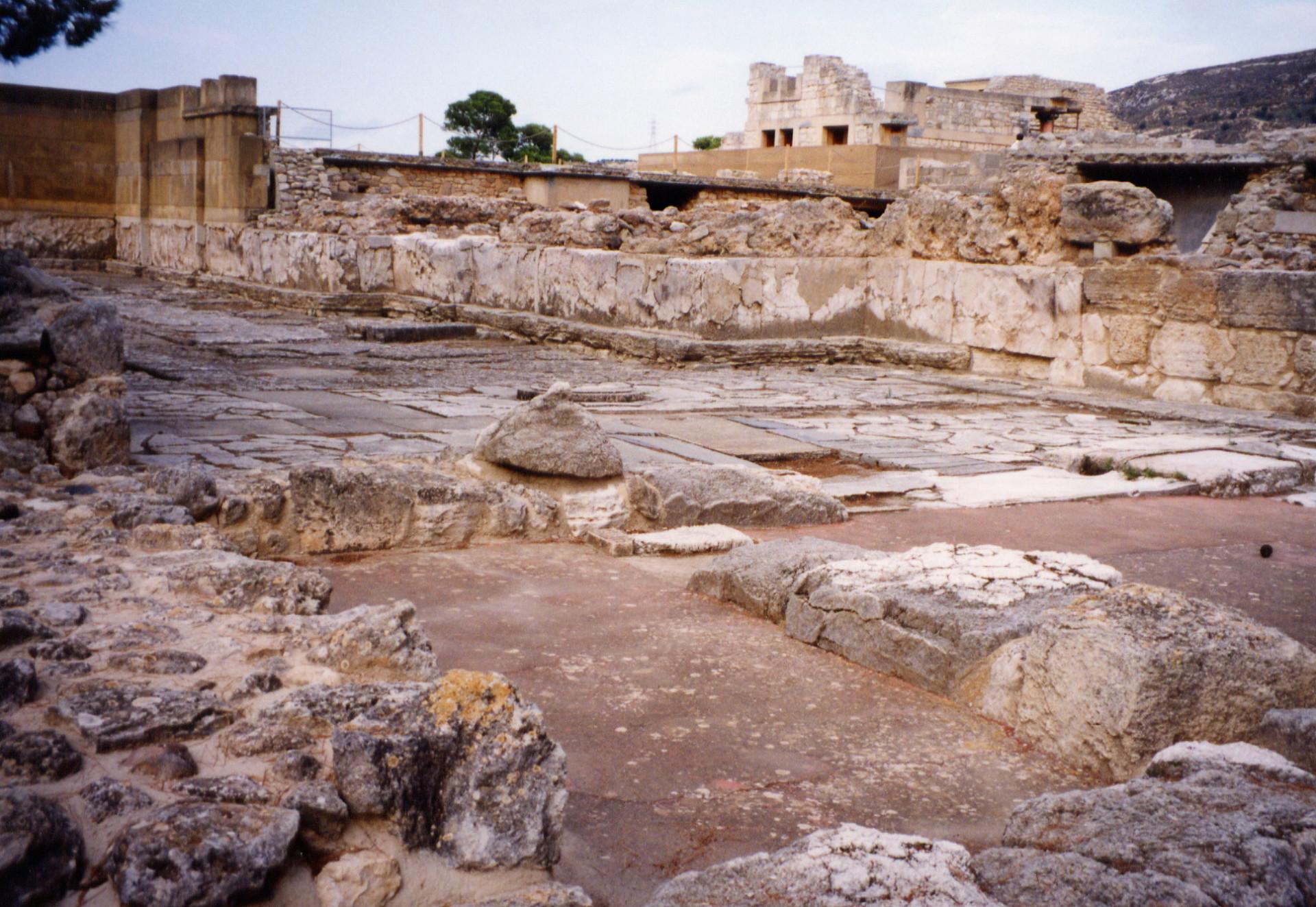 Defensive architecture of prehistoric Crete
